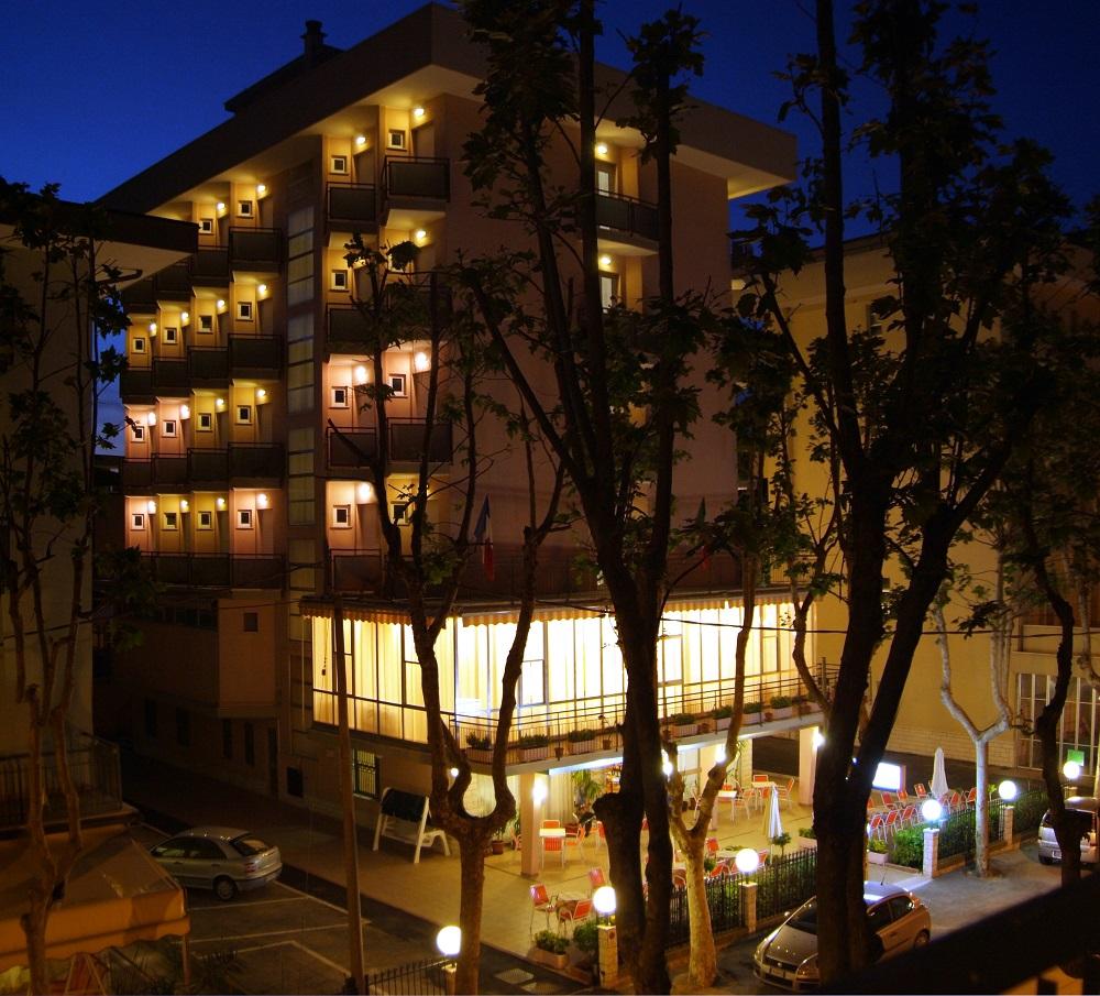 esterno notturna hotel euromar